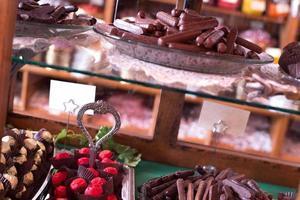 negozio di dolciumi - dietro il bancone foto