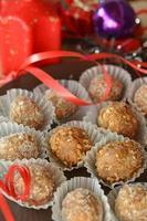 tartufi al cioccolato fatti in casa con dessert natalizio alle noci foto