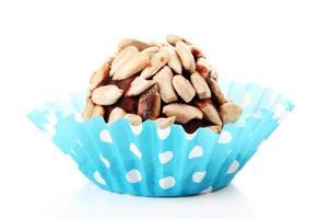 caramelle al cioccolato con semi di girasoli, isolato su bianco foto