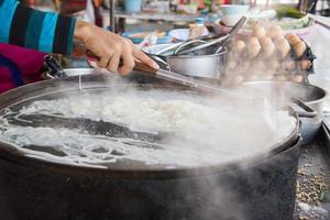 la gente cucina. foto