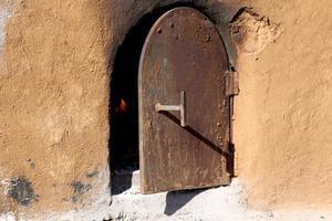 storico forno di terracotta all'aperto