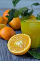 succo d'arancia appena spremuto foto