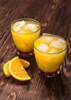 bicchiere di succo d'arancia appena spremuto foto