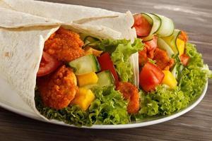 carne e verdure grigliate foto