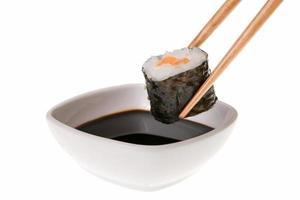 Makizushi e salsa di soia foto