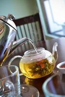 tre fiori hanno scoppiato il tè