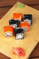 involtini di sushi tobico