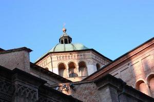 la cupola della cattedrale santa maria assunta a parma, italia foto
