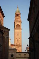 campanile dell'abbazia st. giovanni evangelista a parma. Italia foto