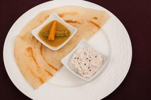 thosai indiano (dosa / dosai) con chutney, sambar foto