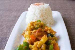 piatto di fagioli africani cavolfiore foto