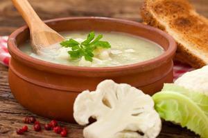 zuppa di cavolfiore fatta in casa foto