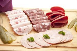 salsiccia di sangue e salame con cetriolo foto