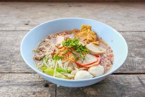 noodle tom yum con carne di maiale