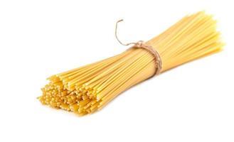 covone di spaghetti crudi foto