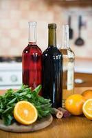 tre bottiglie di vino foto