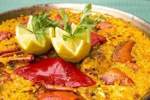 paella di pesce spagnola foto