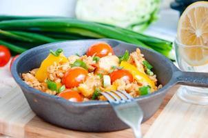 piatto nazionale italiano di paella di pesce