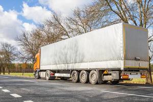camion sulla strada
