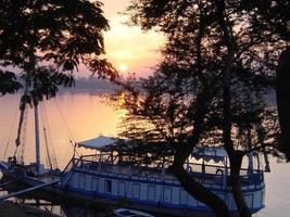 egitto luxor - tramonto sul fiume degli dei ... foto
