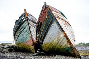 due vecchie barche da pesca foto