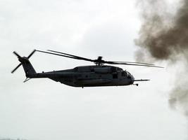 elicottero da combattimento in battaglia foto