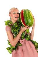 donna sensuale con anguria foto