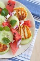 insalata di anguria con formaggio halloumi alla griglia foto