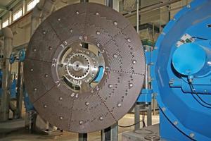 attrezzatura meccanica di impresa di carta in una fabbrica foto