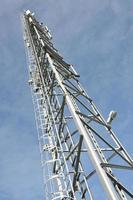 torre di telecomunicazione con antenne