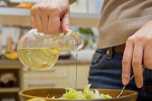 condito con insalata verde di olio di semi di girasole foto