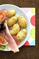 insalata di prosciutto con patate novelle bollite foto