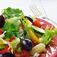 insalata biologica fresca vegetale sana foto