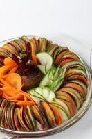 insalata di cetrioli barbabietola carota affettata