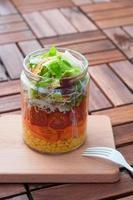 insalata di barattoli di vetro foto