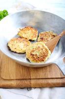 frittelle di zucchine all'aneto e formaggio foto