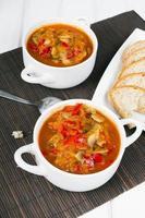 letcho con paprika, zucchine e funghi champignon
