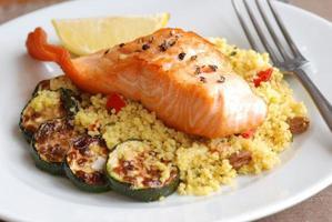 salmone con couscous foto