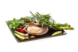 capesante con asparagi, lime, menta e rosmarino