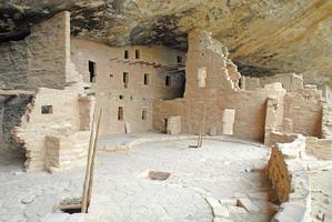 anasazi cliff houses in mesa verde national park, colorado foto