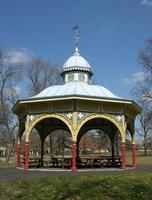 vecchio padiglione del parco giochi foto