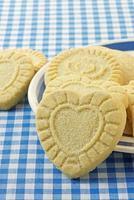 biscotti di pasta frolla a forma di cuore foto