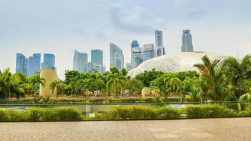 skyline di Singapore in una giornata nuvolosa foto