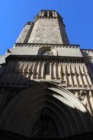 cattedrale della santa croce e santa eulalia, barcellona, spagna