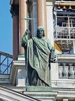 statua sulla cattedrale di saint isaac a st. Petersburg. Russia