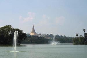 pagoda di Schwedagon, il più importante tempio buddista in Birmania foto