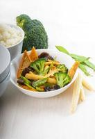 tofu beancurd e verdure foto