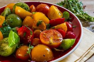 insalata di pomodori colorati