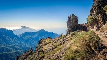 paesaggio di montagne vulcaniche.
