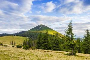 paesaggio autunnale di montagna foto
